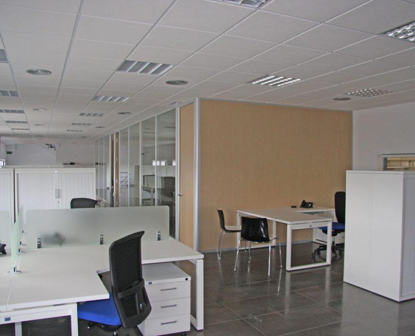 Hall de entrada y oficinas valmam for Oficina xaloc salt
